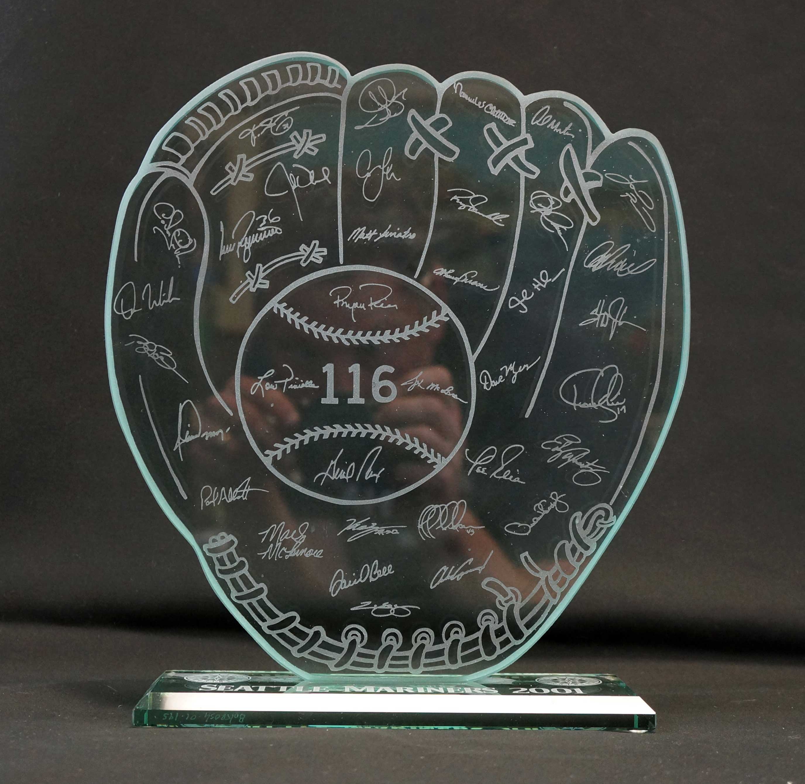 Lot 199 2001 Seattle Mariners Glass Trophy Numbered 195 of 325
